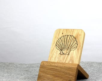 iPhone Dock (Oak - Seashell design) for iPhones 5/5S/6/6S/Plus/SE/7 with/without cases / Lightning Dock
