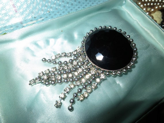 Lovely vintage faceted black acrylic stone brooch with dangling rhinestones
