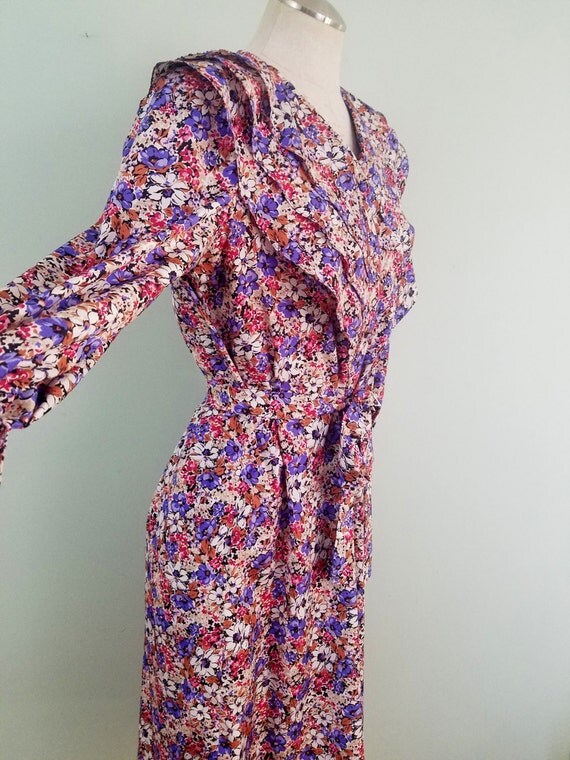 1970s Floral Shirt Dress / Vintage Jane Andre California / Ruffled V-neck / Purple, Pink, White Flowers / Modern Size Medium to Large