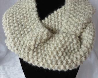 Hand Knit Infinity Scarf / Ivory Infinity Scarf / Infinity Scarf / Chunky Scarf / Circle Scarf / Loop Scarf / Eternity Scarf / Scarf 101