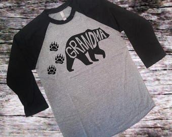 Grandma Bear - Grandkids - Perfect Gift for Nana +3 Bearpaws - 3/4 Sleeve Raglan- Baseball Shirt