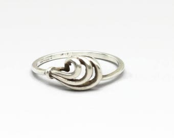 Vintage silver ring with swirl design -Size 7-/curly ring/swirl ring/vintage ring/small ring/dainty ring/plume ring/wave ring/stackable ring