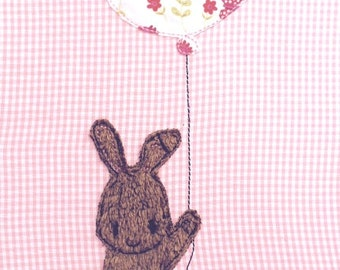 Bunny with heart balloon Doodle embroidery file