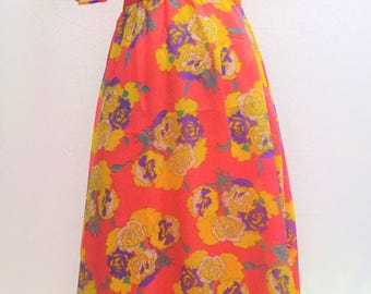 1960's Vera Mont floral dress with double cap sleeves and a bold flower pattern