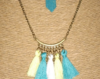 Plastron Pompom and star Charms Necklace