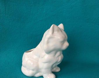 Vintage white Flowerpot cat/puss