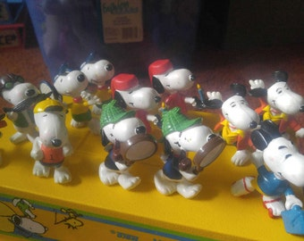 DISCOUNTED •• 12 Snoopy Vinyl Figures ·· 1968