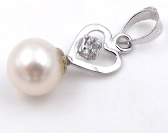 Ladies 14 kt white gold pendant with Pearl RIVER mm. 6 and heart-Ladies 14 kt white gold with freshwater pearl pendant in