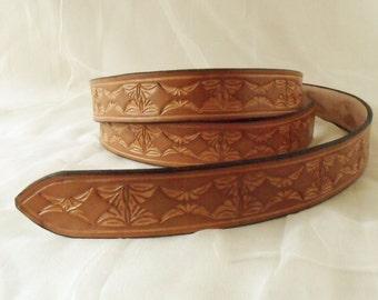 Leather belt 3 cm light brown, tooled 3