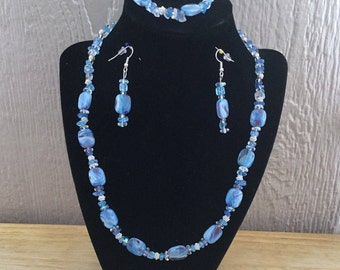 35: Necklace, Bracelet and Earrings Set