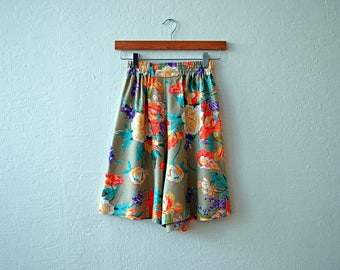 Vintage 80s Botanical Print High Waisted Shorts