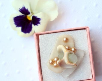 Shell and polished glass Adjustable ring