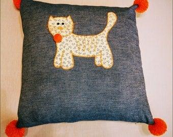 Cushion cat walking, denim.