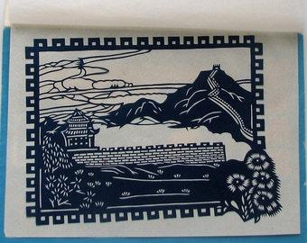 Enveloppe contenant deux papiers découpés de Chine. Enveloppe with two paper cuts from China