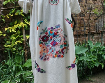 Mexican long dress embroidered hippie boho medium large colorful ethnic short sleeve