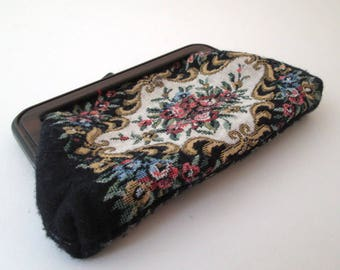 Vintage Coin Purse, cosmetic bag, Tapestry Coin Purse, Tapestry bag, floral purse, petit point purse, lucite frame, flower purse, mini purse