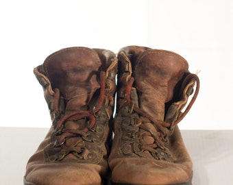 Men's Boots / size 9 - 10 // Vintage leather Boots //