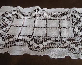 VINTAGE Rectangle Tan Filet Needlework Lace Doily  5D