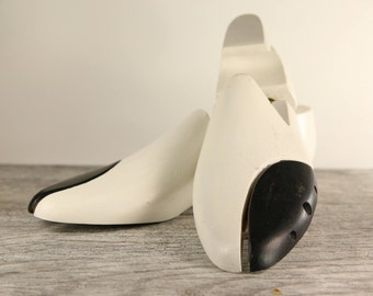 Painted wooden shoe form size 42 - Black and white - Shoe form saver