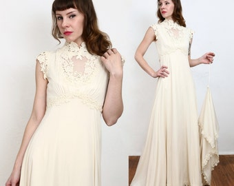 SALE 1970s Wedding Gown TRAIN Sleeveless Bridal Dress