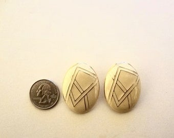 Vintage Oval Clip On Earrings Yellow &  White Geometric Design Metal 1 Inch X 1 Inch