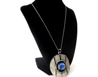 Modern Unmarked Circular / Round Textured Silver Tone Metal Blue Lucite Cabochon Vintage Pendant Necklace