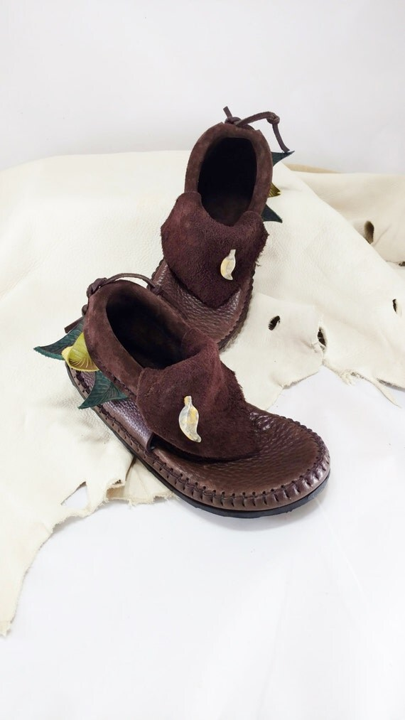 Three Leaf Inca Moccasin Hand Stitched Soft Bullhide Leather Upper W/ Durable VIBRAM Sole / Renaissance Festival Shoes Mens Womens Moccasins