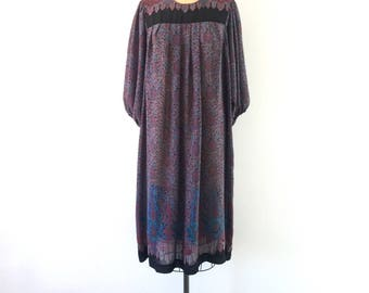 1970s Vintage Floral Paisley Print Dress Purple Boho Midi Trapeze Dress L