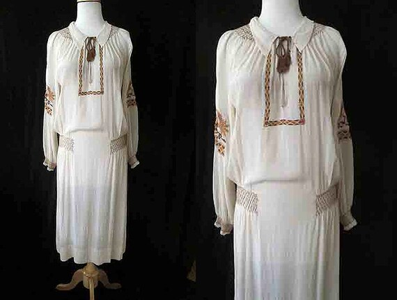 Lovely Vintage 1920's Silk Hand Embroidered Dress with Hand Smocking Old Hollywood Flapper Roaring 20's VLV Size-Medium