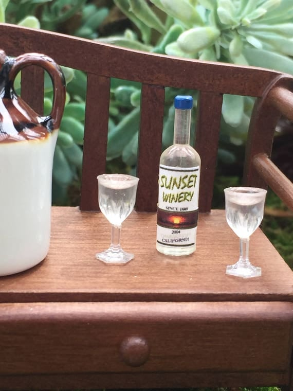 Miniature White Wine and Glasses, Mini Filled Goblet Glasses and Bottle, Dollhouse Miniatures, 1:12 Scale, Dollhouse Wine Bottle Set