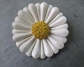 Vintage Floral Brooch - Midcentury Costume Jewelry Pin - White and Yellow Daisy
