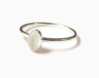 Sterling silver moonstone ring / Oval gemstone ring / oval ring / Silver stacking ring / Sterling silver ring gemstone stackable ring
