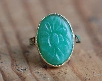 Vintage Art Deco carved jadeite 14K gold enamel ring