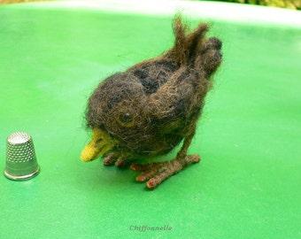 Petit Oiseau fait main sculpture en laine feutrée marron, décoration collection objet de vitrine  création unique Chiffonnelle