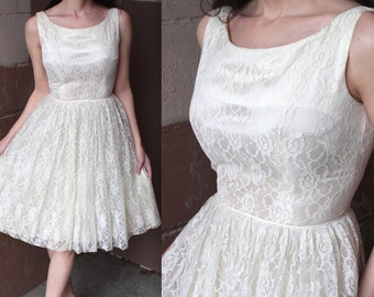 Vintage 1950s Wedding Dress // 50s White Lace Hourglass Full Skirt Dress // Sweetheart Party Prom Gown // DIVINE