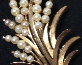 Trifari Brooch // Gold Tone // Faux Pearls // Trifari