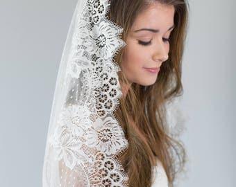 Lace Mantilla Veil, Chantilly Lace Mantilla Veil, Dotted Bridal Veil, Swiss Dott Ivory Veil, Dotted Mantilla Veil, Spotted Veil