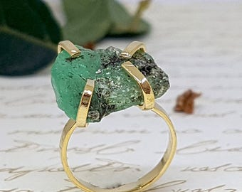 Rough Emerald Ring, Raw Emerald Ring, Gold Emerald Ring, May Birthstone Ring, Gold Gemstone Ring, Precious Stone Ring, Gold Statement Ring