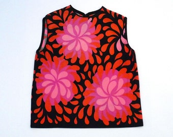 Pink Floral Knit Top Vintage 1960s Mod Pull Over Black Sleeveless Shell Knit Blouse Pink Flower Tank Top Size Medium Large Cropped Shirt