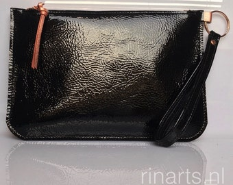 leather wristlet / Clutch / leather zipper pouch in black patent leather with rose gold zipper. Gift for her