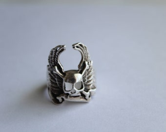 Vintage Sterling Silver  Winged Skull Ring - Crossed bones Gothic Ring Size 13 1/4