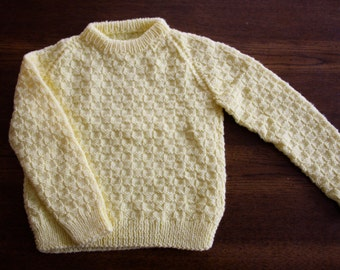 Vintage handknit yellow sweater / textured pullover sweater jumper / child size 4 to 6