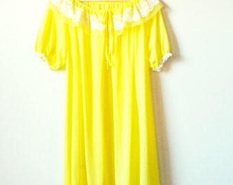 Lemonade Yellow Vintage Dressing Gown / Sheer Vintage Robe / Bright Yellow Sleepwear / Vintage Lace Collar Lingerie