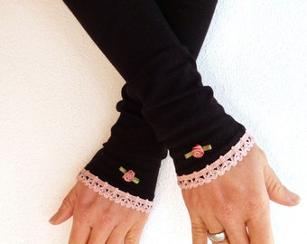 Arm warmers, fingerless gloves in black with ruffle in pink and rose