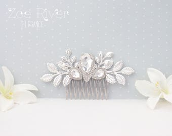 Silver crystal bridal hairpiece. Elegant wedding hair comb. White clear crystal bridal hair barrette
