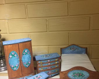 Country English Floral Wood Doll House Bedroom Furniture