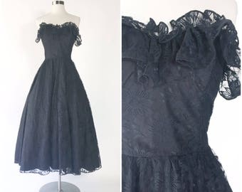 black lace strapless bodice goth vamp ballgown / lace ruffles / boned bust / full sweep / goth pinup dress vtg 80s