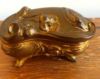 Art Nouveau Jewelry/Trinket Casket Clam Shell Dresser Box w/Daisies and Leaves