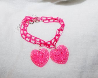 RosaFucsia Super Summer plastic bracelet with ornate heart shaped pendant
