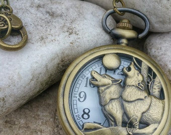 Pocket Watch declined long necklace, two wolves howling at the full moon, bronze antique